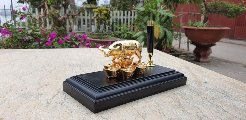 Tượng trâu phong thủy mạ vàng của Goldentree