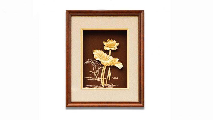Tranh hoa sen mạ vàng phù hợp với tuổi nào?