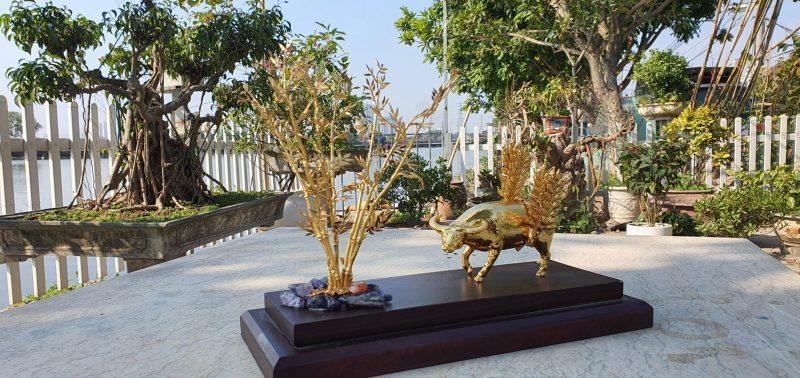 Tượng trâu điệu lá lúa mạ vàng của Goldentree